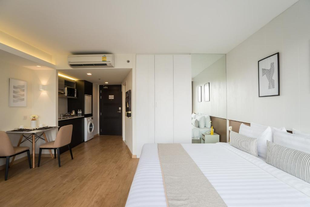 Deluxe-room-Aster-hotel-and-residence-pattaya