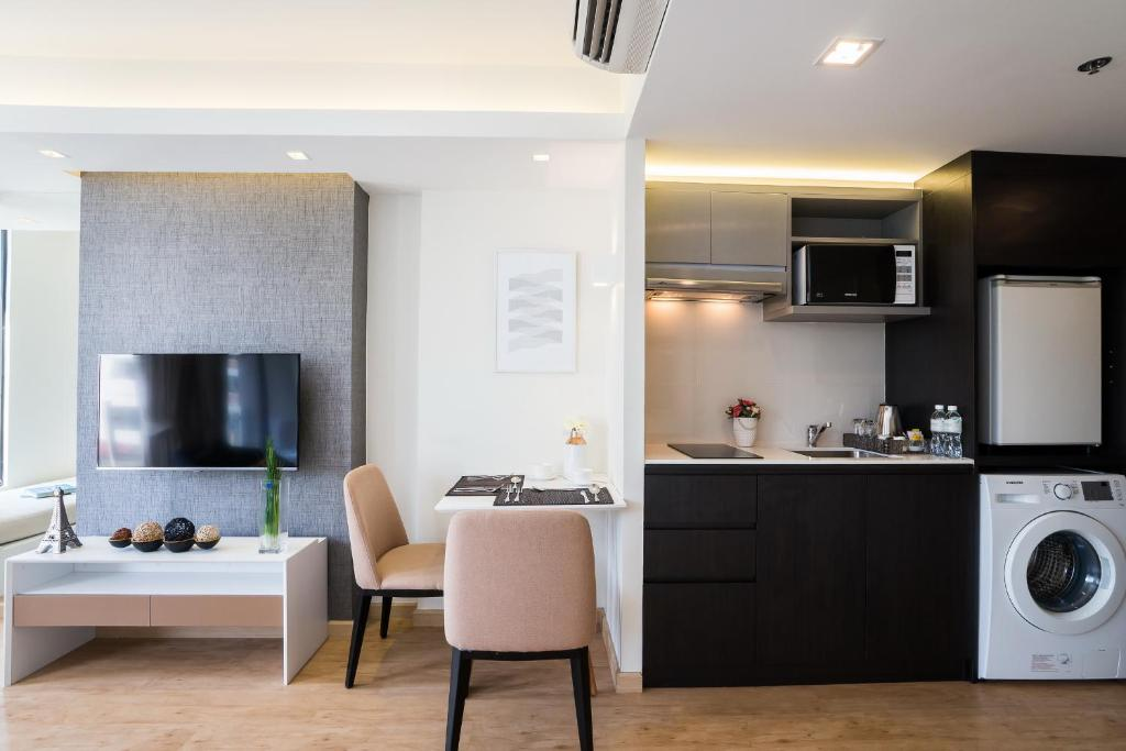 Deluxe-room-Aster-hotel-and-residence-pattaya1