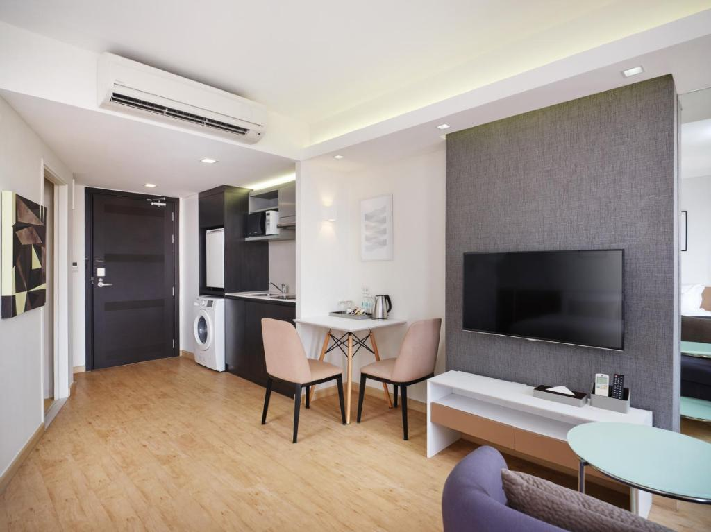 Deluxe-room-Aster-hotel-and-residence-pattaya2