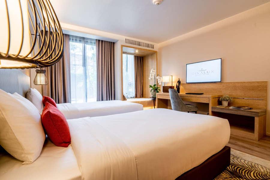 grand-deluxe-pool-view-divalux-bangkok-Hotel
