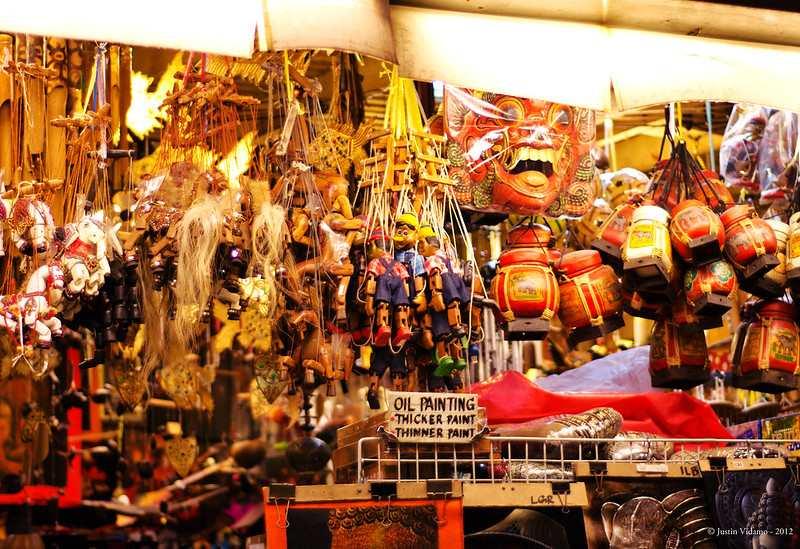 Shopping at Khaosan Road