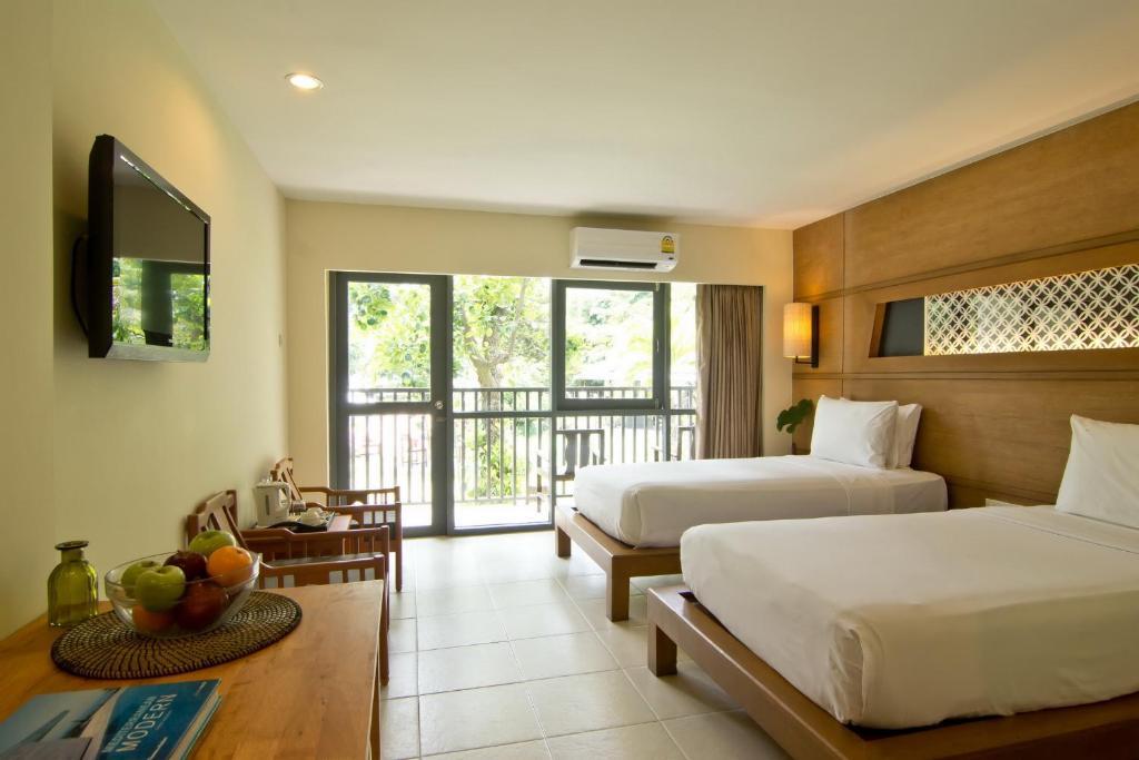 Superior Room at Sunshine Garden Pattaya 1
