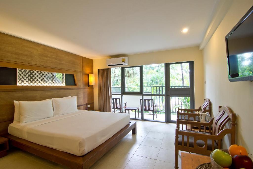 Superior Room at Sunshine Garden Pattaya 2