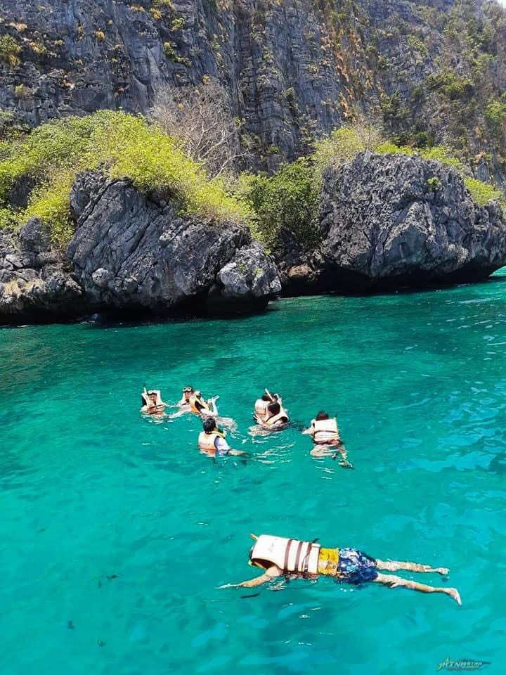 Phi Phi Island by Speed Boat Tour Full Day Snorkeling