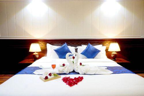 Miloft Sathorn Hotel Deluxe Suite