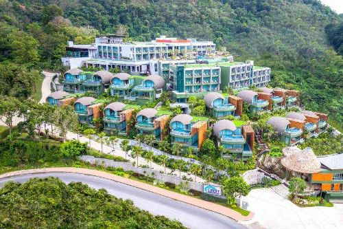 The Crest Resort and Pool Villas