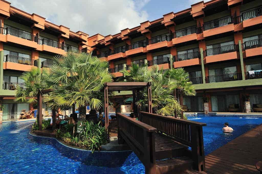 Patong Merlin Hotel Swimming Pool