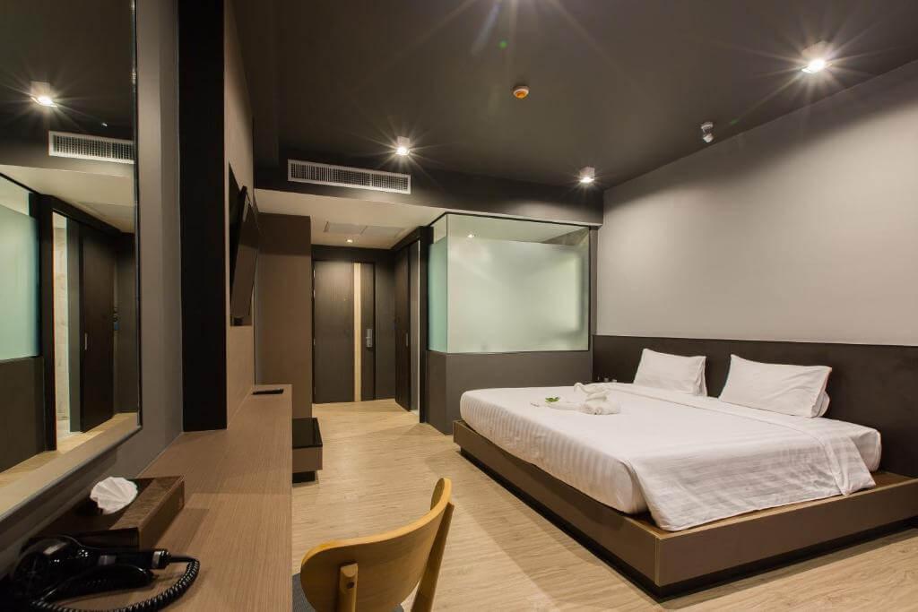 Deluxe Room at Maya Phuket 1