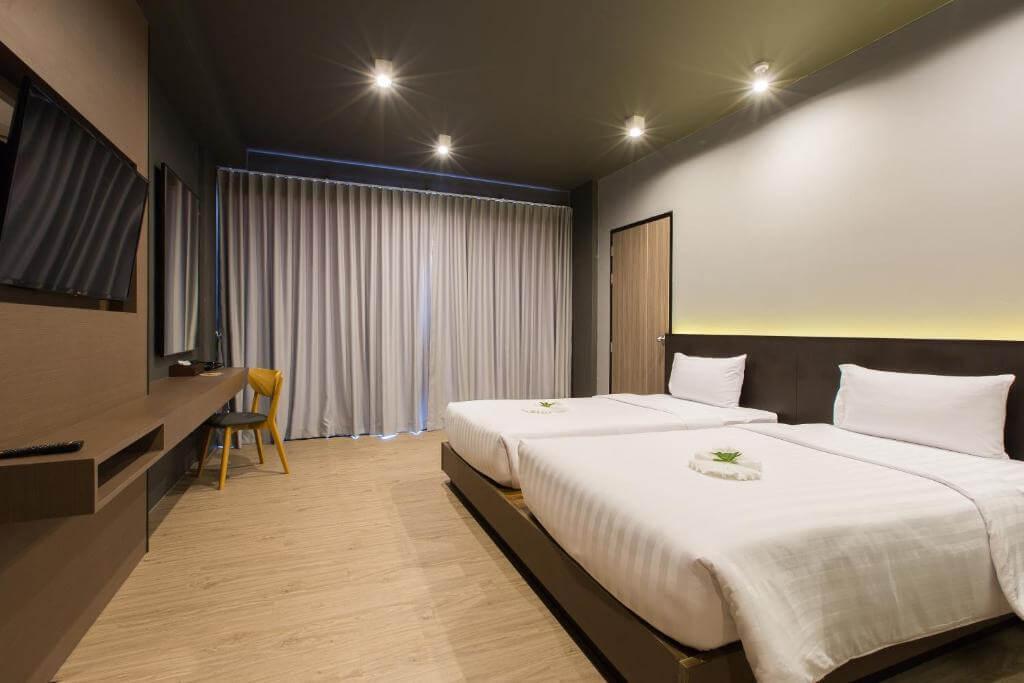 Deluxe Room at Maya Phuket 5