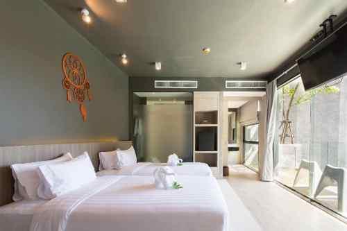Grand Deluxe Room at Maya Phuket