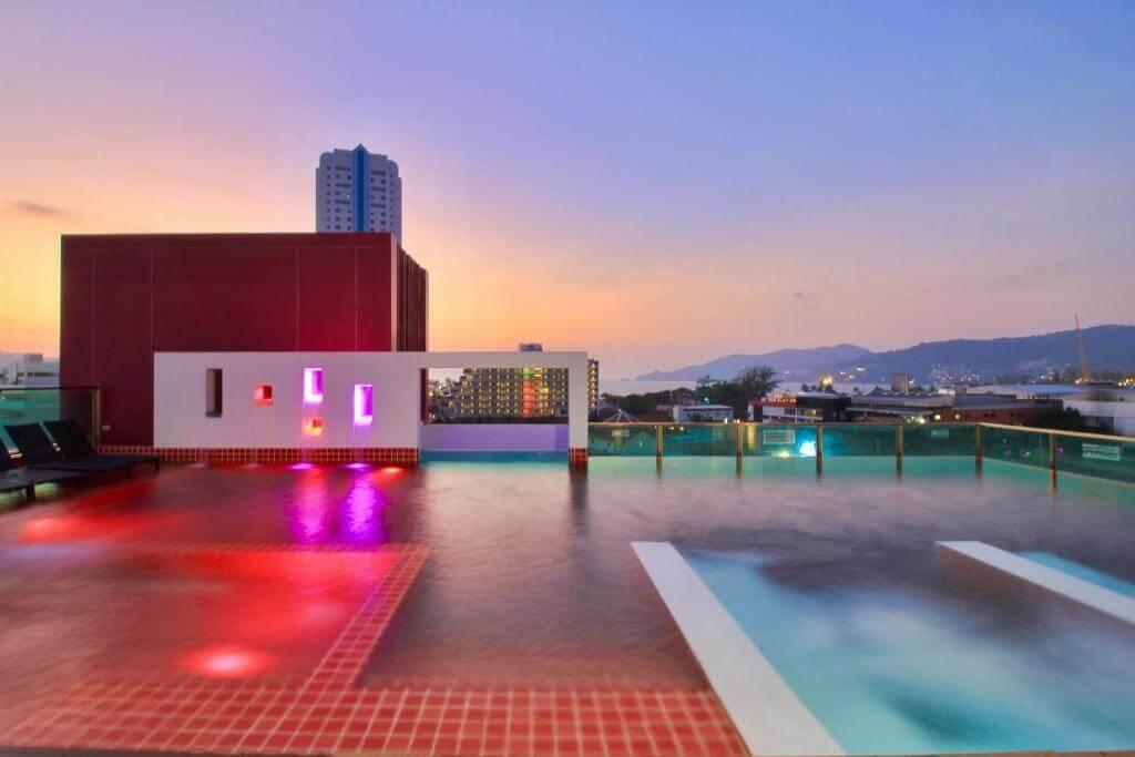 Sleep with me Hotel Pool