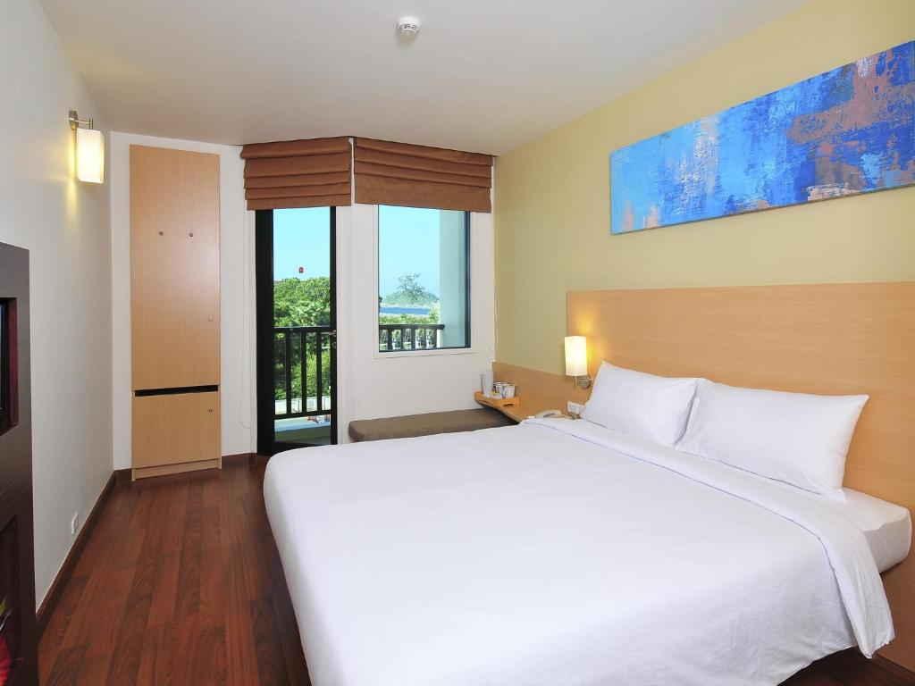 Standard Double room ibis Kata Bed