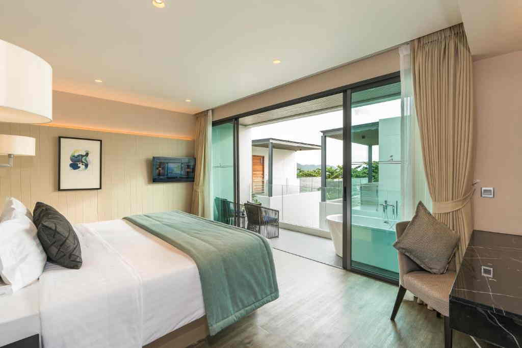 deluxe-pool-view-room-6