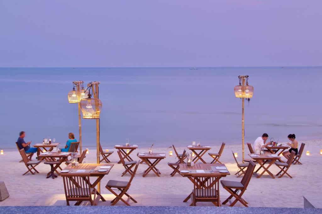 Banana Fan Sea Resort 18
