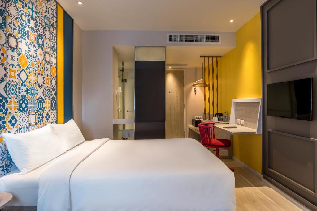 Ibis Styles Phuket City Standard Room 4