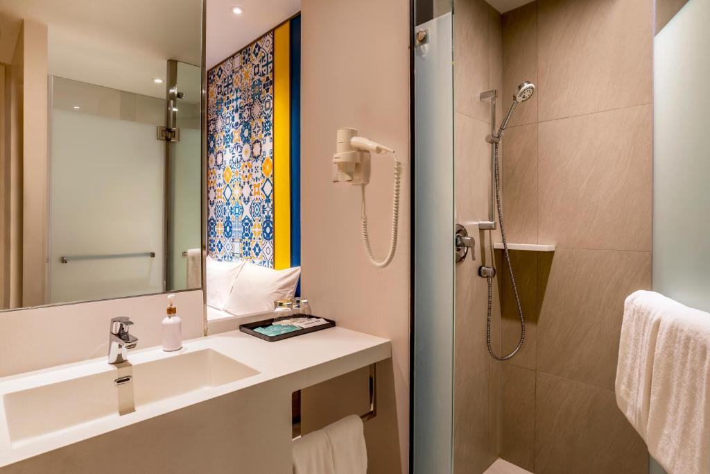 Ibis Styles Phuket City Standard Room 1