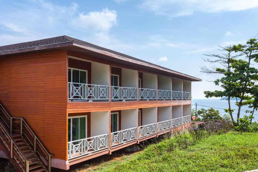 Phi Phi Natural Resort 2