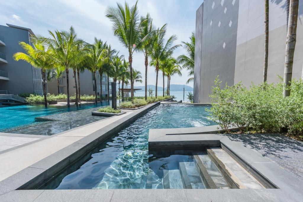 Ocean front Beach resort Phuket 13