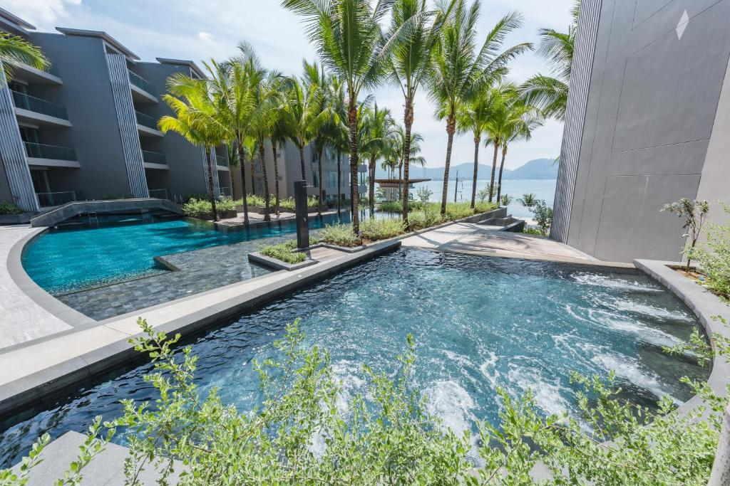 Ocean front Beach resort Phuket 15