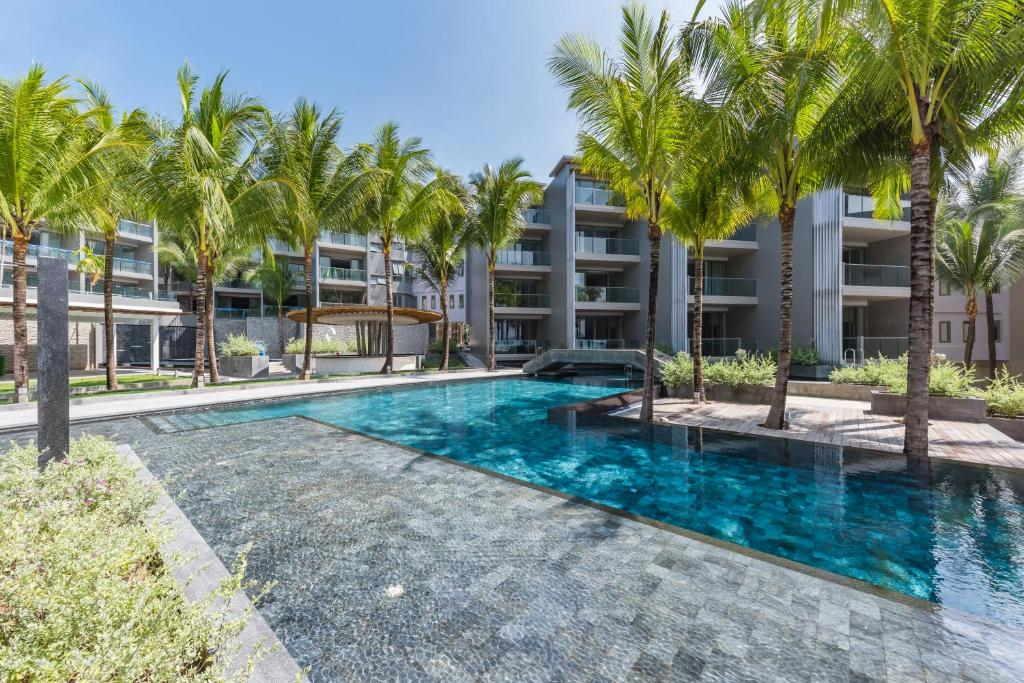 Ocean front Beach resort Phuket 16
